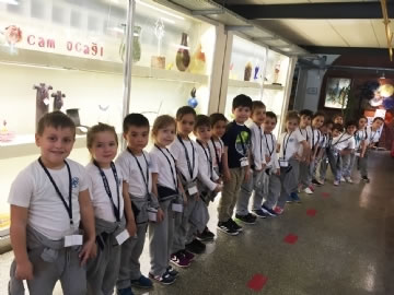 Çevre Preschool Students at Glass Factory