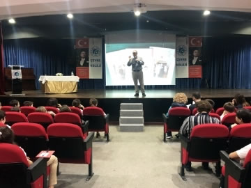 """4. Sınıf Öğrencileri """"Büyük Atatürk'ten Küçük Öyküler"""" Dinledi"""