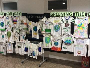7.Sınıfların Dünya Toprak Günü İngilizce Dersi T-Shirt Tasarımları Ve Sloganları