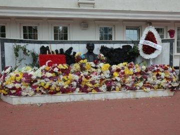 10 Kasım'da Dünya Lideri Atatürk'ü Andık