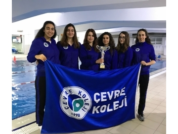 Çevre Teenage Girl Swimmers Became First In Their Group
