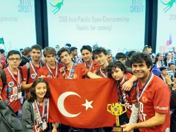 Çevre High School Robotics Team Returned Turkey with a Worldwide Award