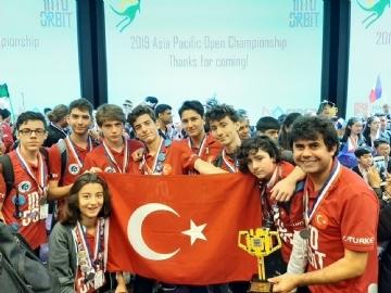 Lise Robotik Takımı Türkiye'ye Ödülle Döndü