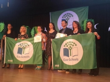 Çevre Koleji Eko Okullar Yeşil Bayrak Ödülünü Kazandı