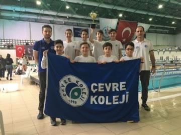 Küçük Erkek Yüzme Takımımız İstanbul Birincisi
